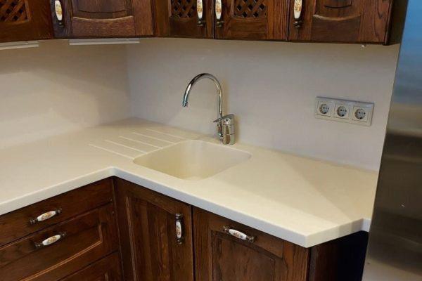 Замена столешницыКварцевые столешницы для кухни